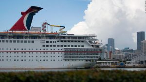 Carnival Cruise Line bans 'offensive clothing'
